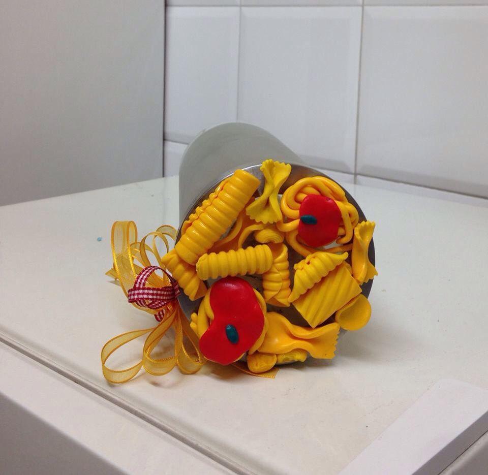contenitore da cucina per spaghetti con tappo decorato in fimo