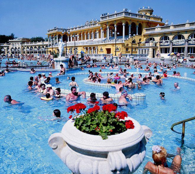 Budapest: relajación y partidas de ajedrez en el agua