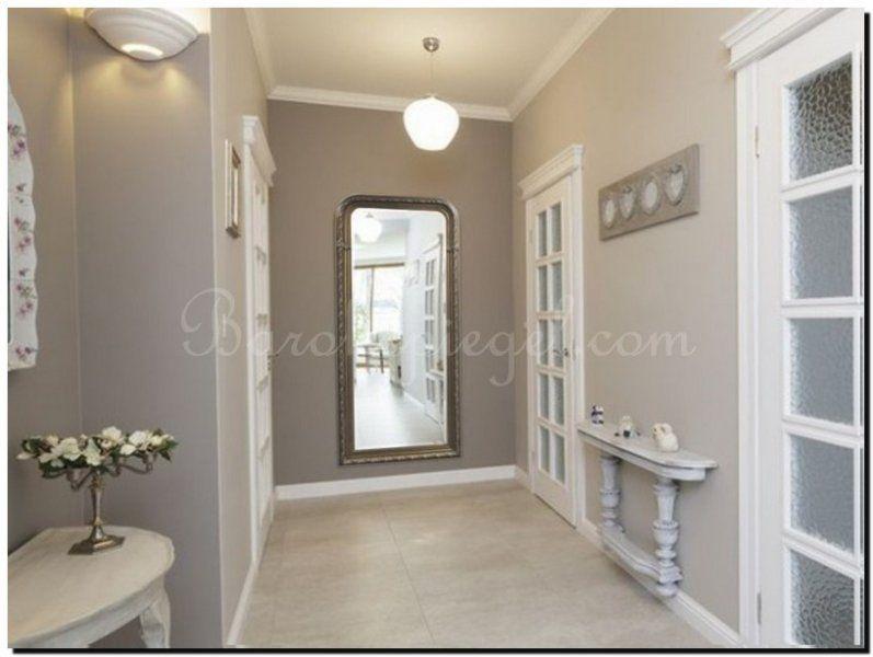 deze klassieke spiegel vergroot de hal optisch. Black Bedroom Furniture Sets. Home Design Ideas