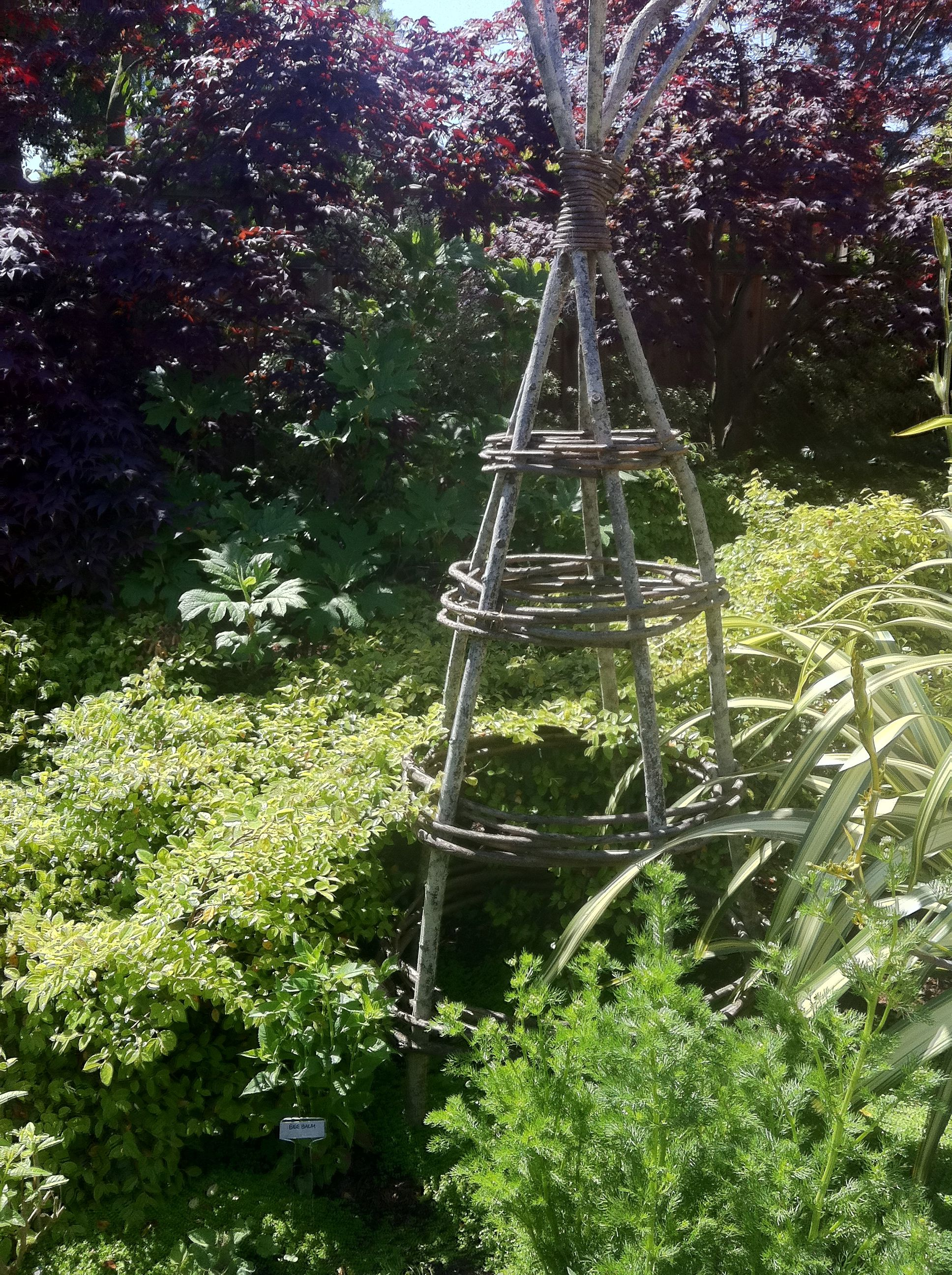 Spalier Garten Teepee Trellis From Tree Branches Obelisk And Trellies