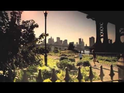 Laura Pausini - Con la musica en la radio