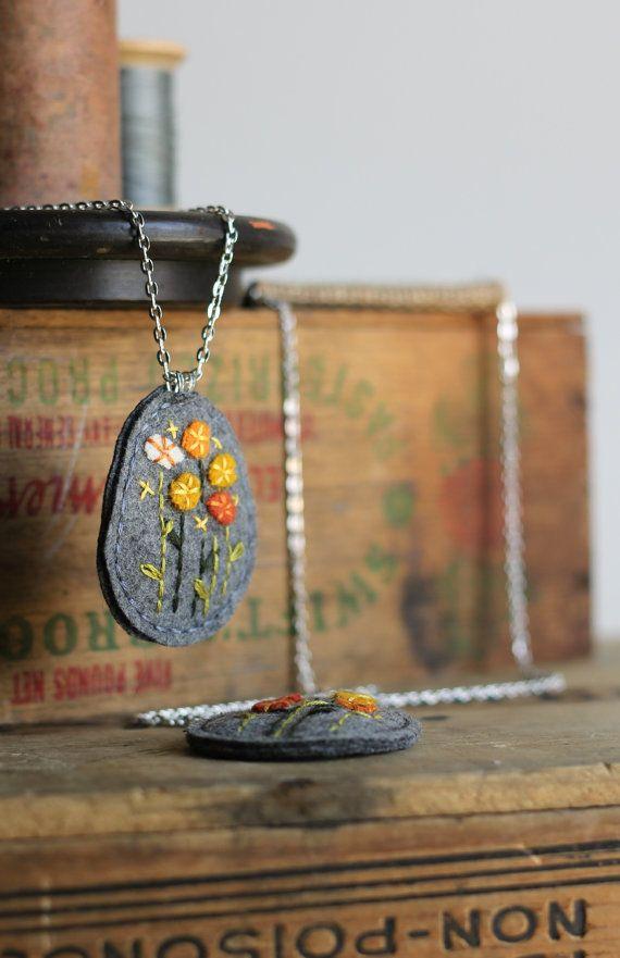 Felt Flower Necklace / Embroidered Felt Necklace / Orange and Yellow on Etsy, €18,94