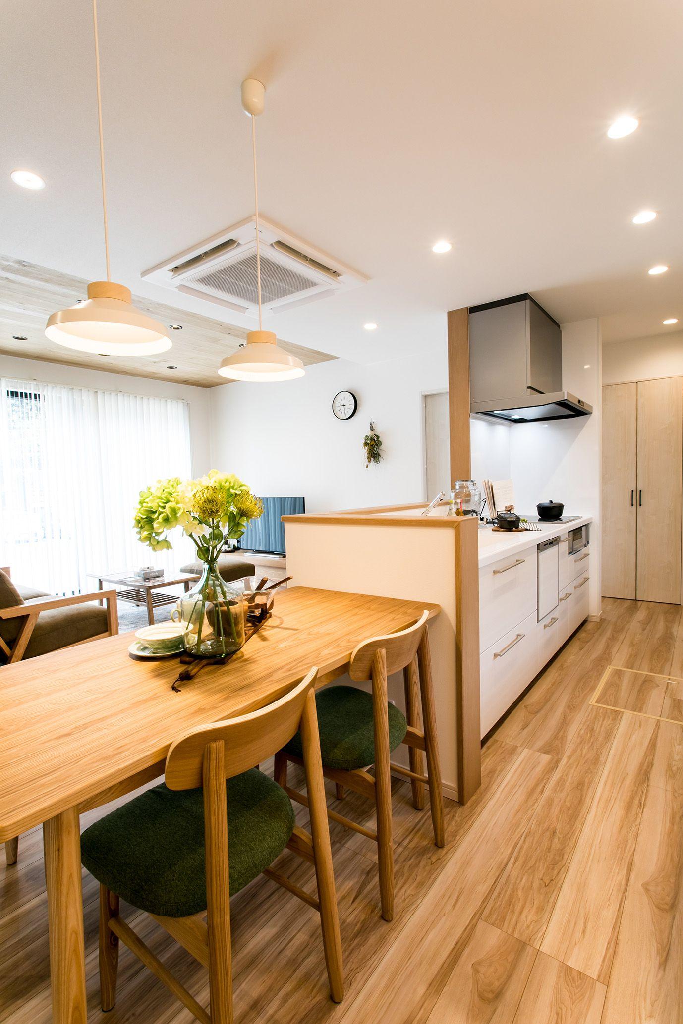 キッチンとの繋がりを重視したダイニング キッチンパントリーのデザイン ダイニング キッチン