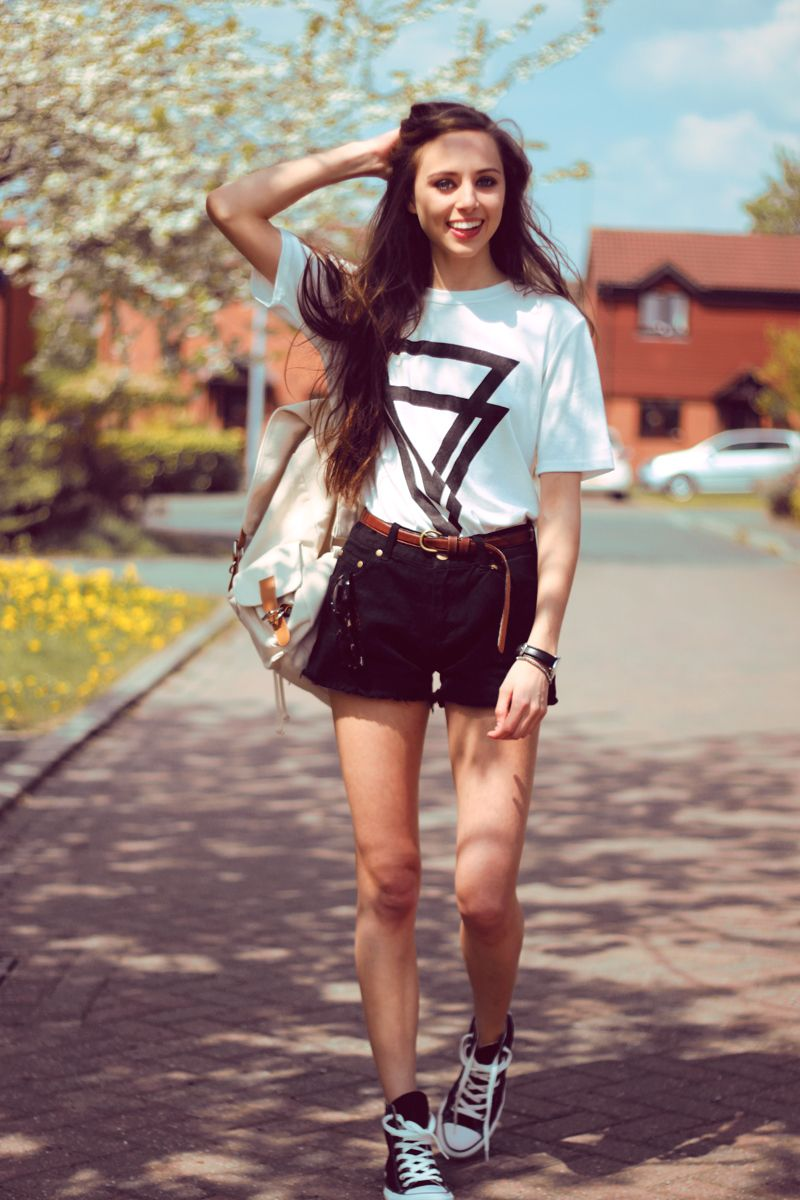 high waisted shorts/converse/white t | spring fashion for women