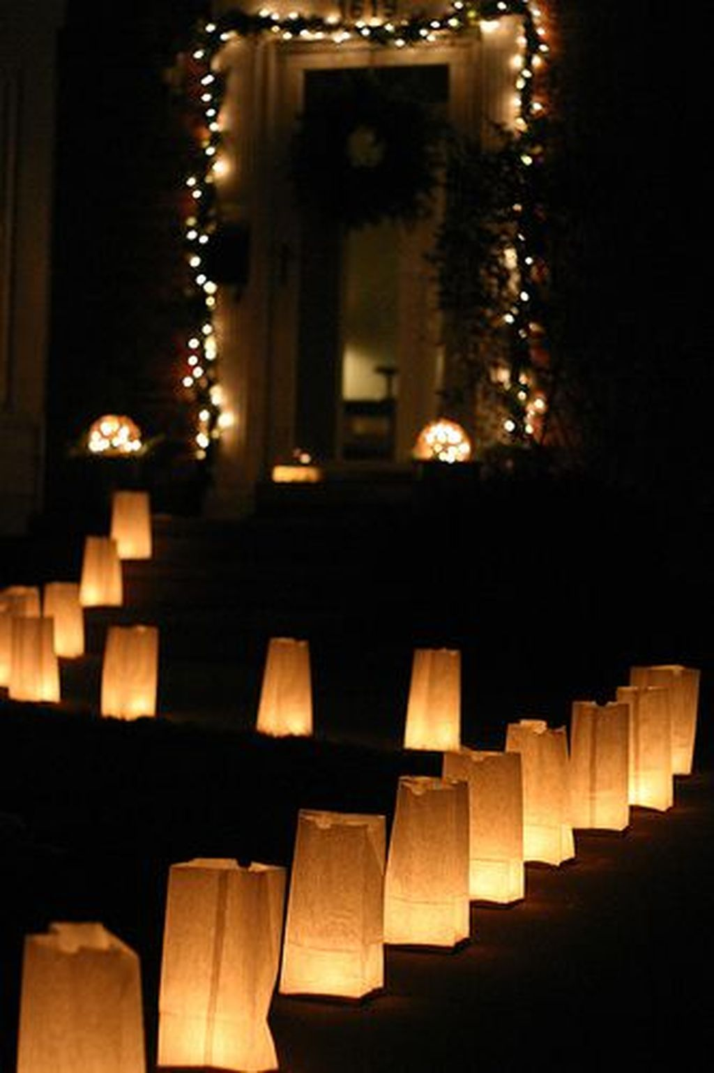 30 Unforgetable Outdoor New Years Eve Party Decor Ideas You Can Try At Home Trenduhome New Year S Eve Party Themes New Years Eve Decorations News Years Eve Party Ideas