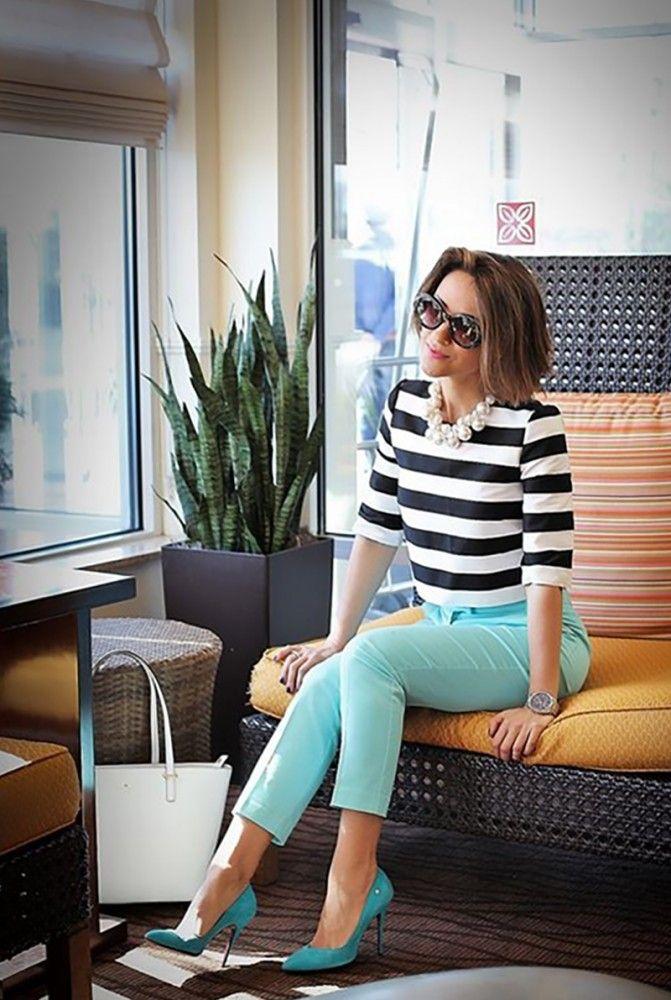 С чем сочетать цветные брюки: 15 стильных образов для вдохновения.   Colors.life