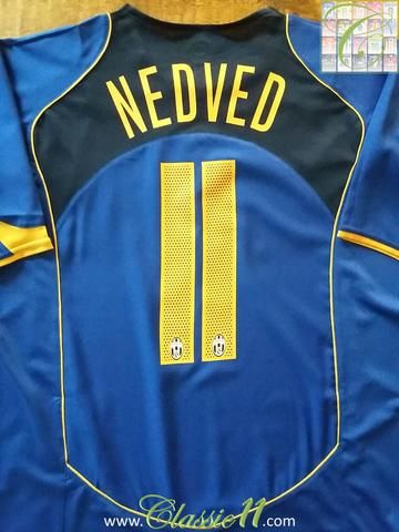 8397c1648 Relive Pavel Nedvěd s 2004 2005 season with this original Nike Juventus 3rd  football shirt.