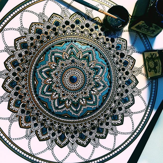 Trying to finish this baby #mandala for Mouna. Green, blue, black and gold. #murderandrose