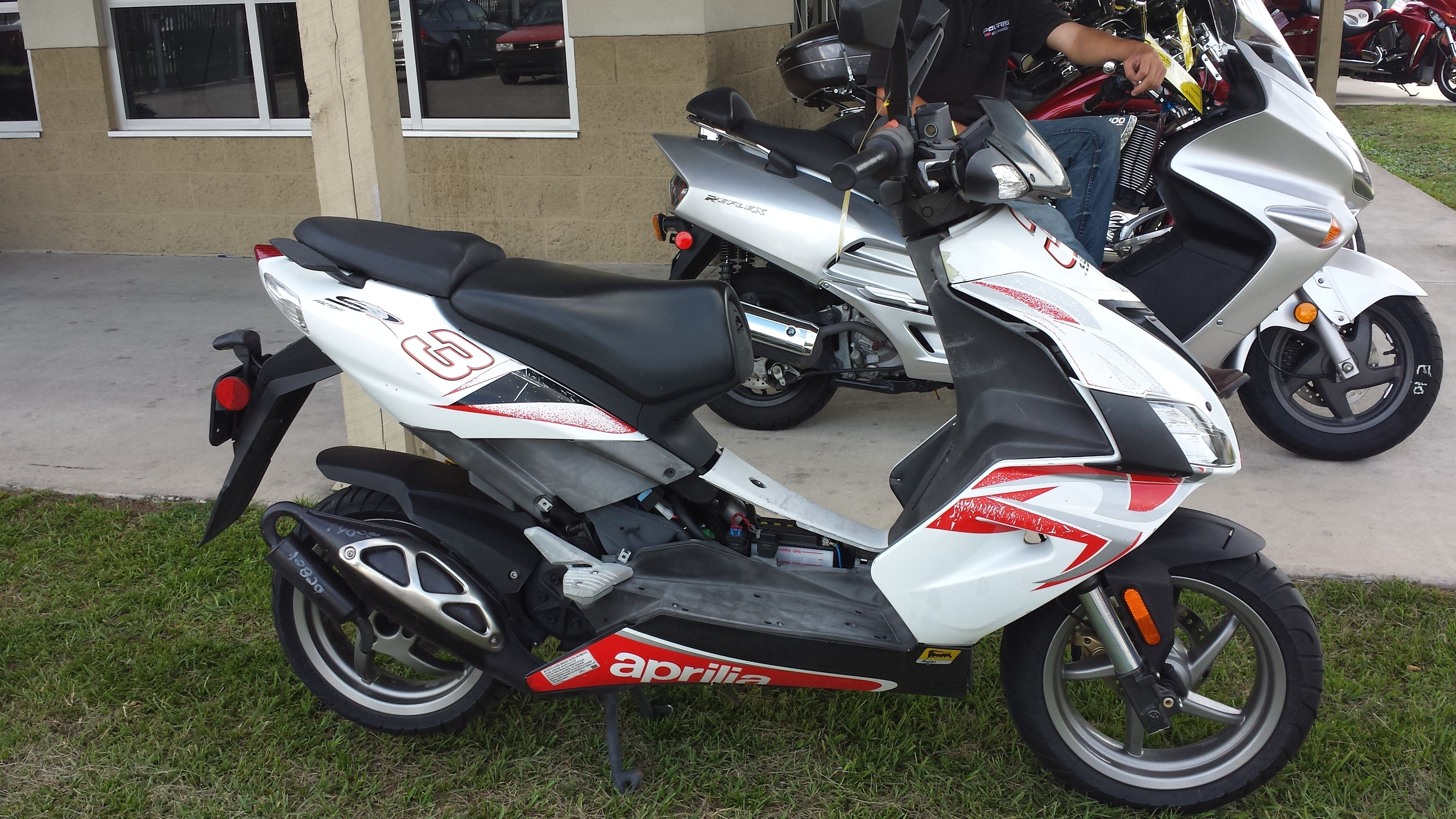 2009 Aprilia SR50 R Factory Scooter! $1,795 call Polaris of Gainesville at  (386) 418-4244