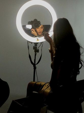 Image 1 Diva Ring Light Selfie Light Makeup Mirror