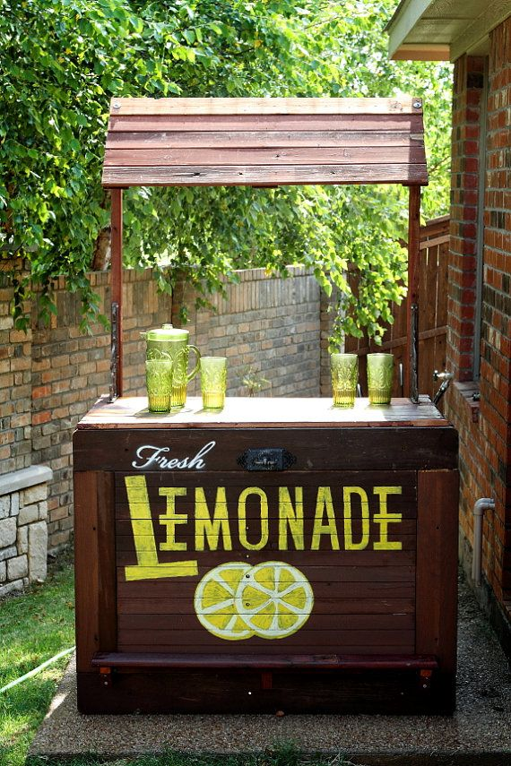 Wow how cool i bet this would have helped our sales out for Cool lemonade stand ideas