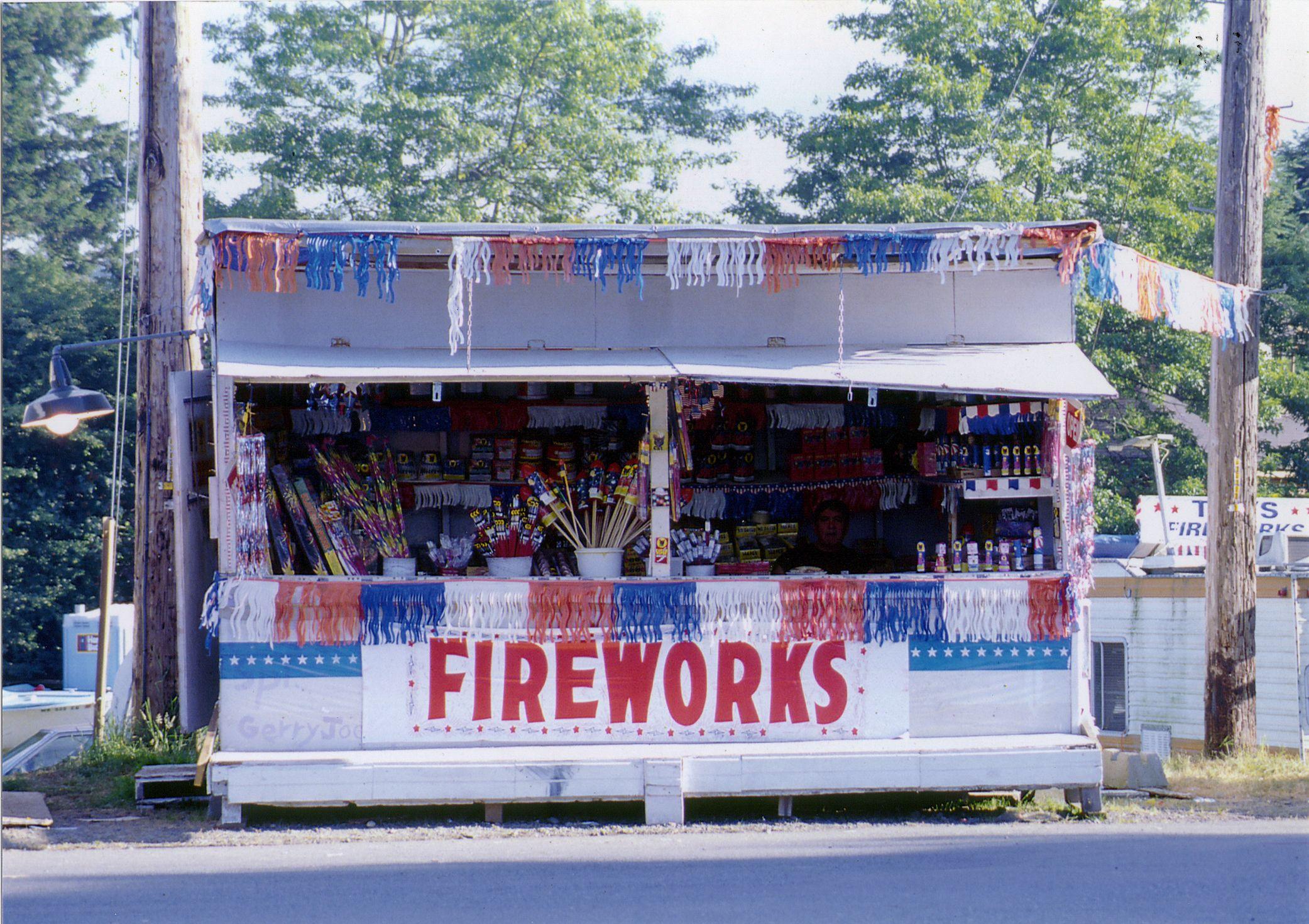firework stands up u0026 down main street & firework stands up u0026 down main street | Itu0027s The Most Wonderful ...