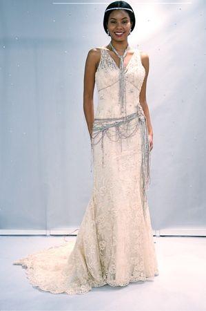 An Ian Stuart Great Gatsby-inspired wedding dress! (Photo: Robert Mitra)