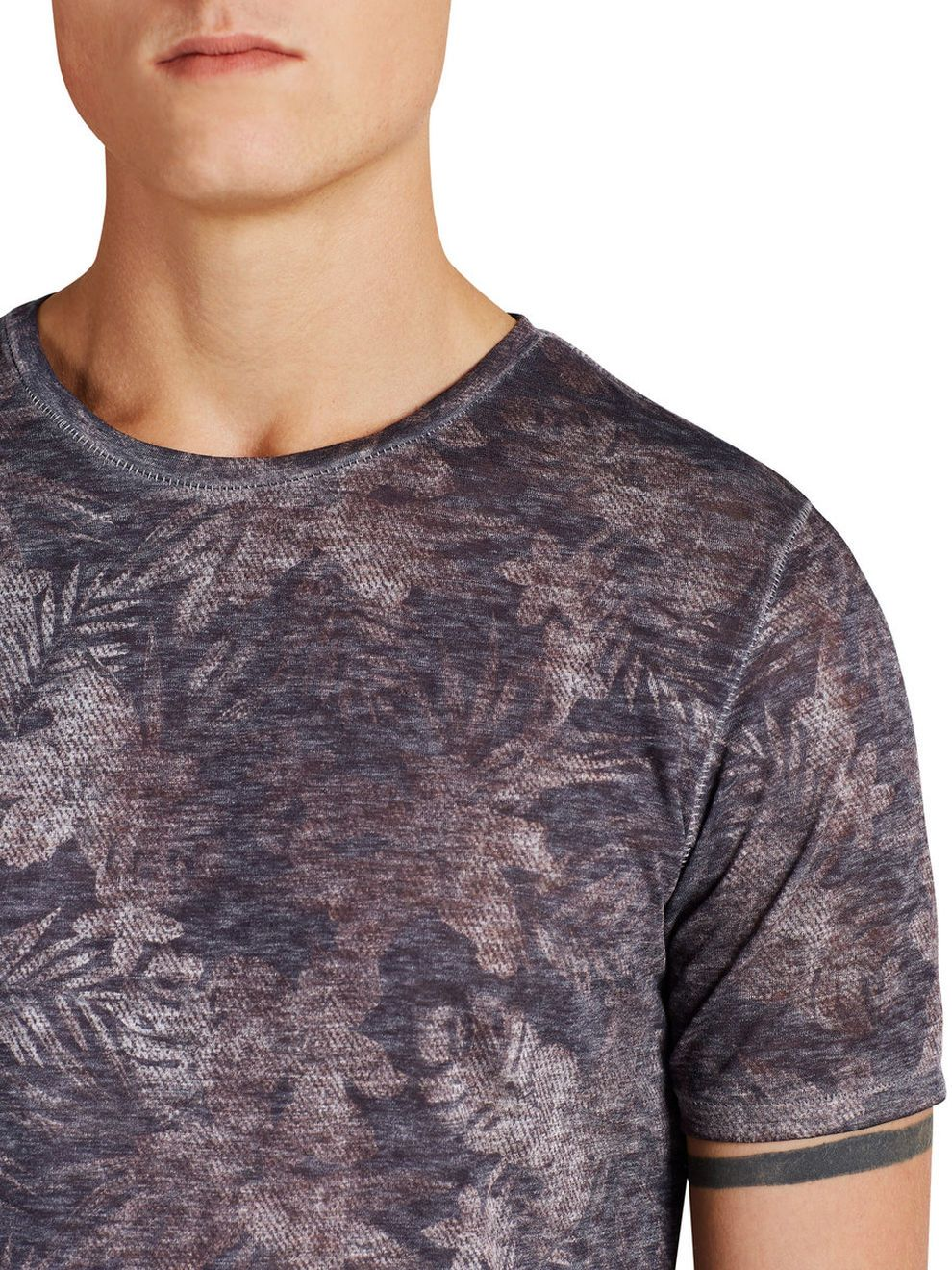 Faded floral T-SHIRT 65% Polyester, 35% Cotton - T-shirt in slim fit with floral prints everywhere - Pure cotton makes it soft and breathable - Flawless with unique fabric with burnout effect