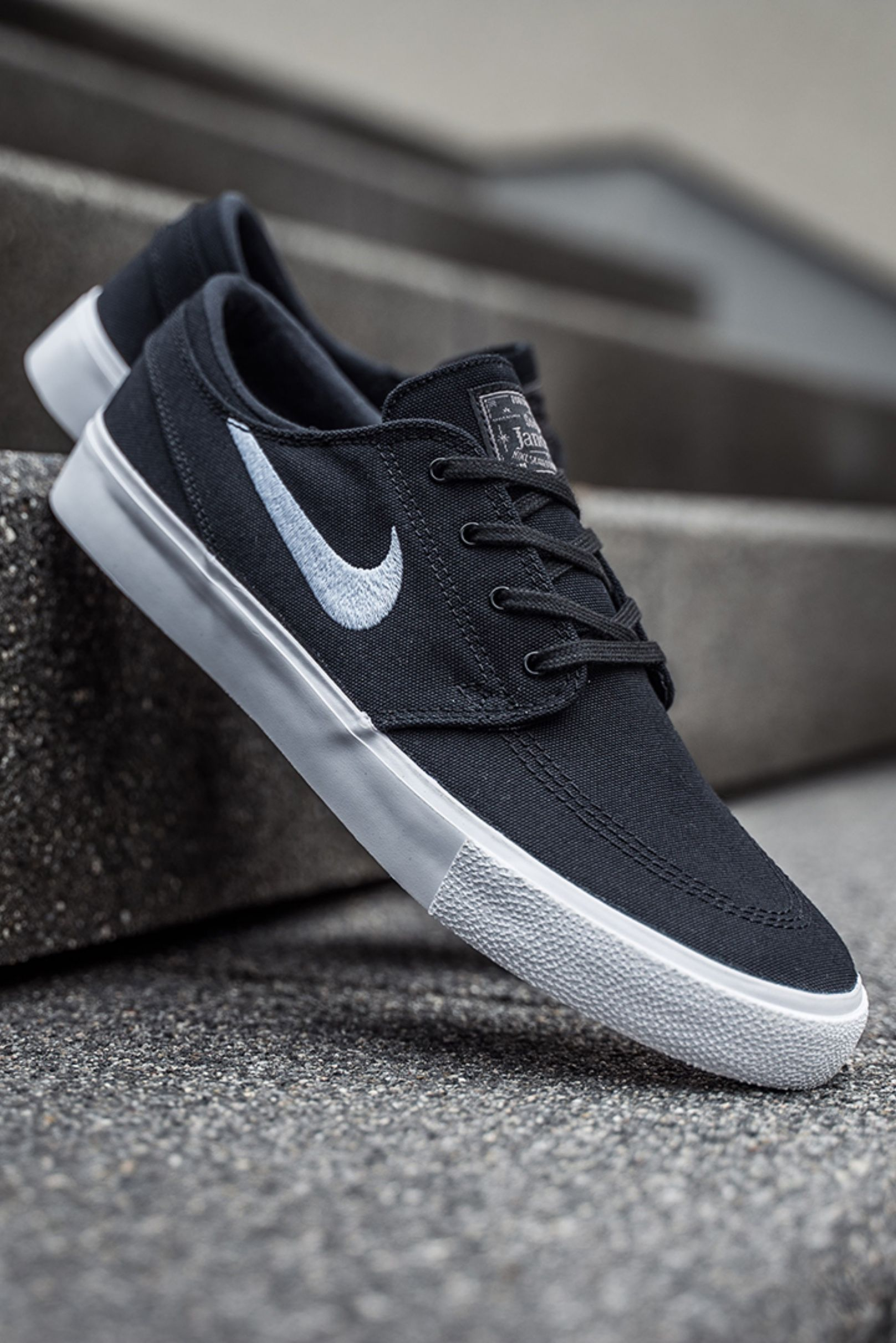 5cc623af09 Nike SB Zoom Janoski Canvas RM (black) - AR7718-001 in 2019 | I Want ...