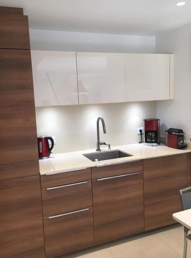 Aménagement du0027une cuisine et de lu0027entrée du0027un appartement Façades - Amenagement Cuisine En U