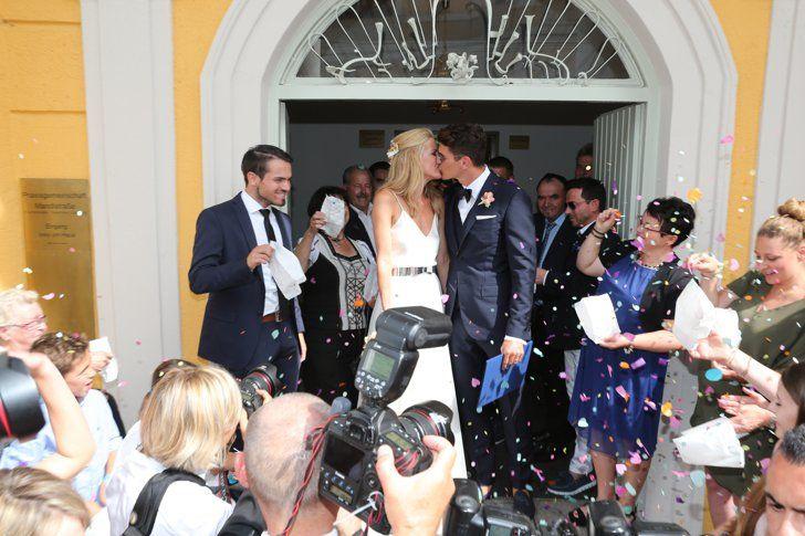 Pin For Later Mario Gomez Hat Geheiratet Seht Hier Die Hochzeitsfotos Hochzeitsfotos Von Mario Gomez Und Carina Wanzun Mario Gomez Hochzeitsfotos Heiraten