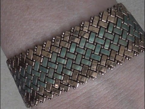 Bracelet with half-tilas and size 15's. Not English but very easy to follow. #Seed #Bead #Tutorials