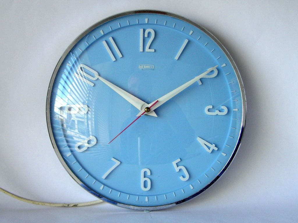 Metamec Blue Wall Clock A Lovely Example Of Bakelite Nice Clear Dial Behind Convex Gl Www Retrogoos Co Uk