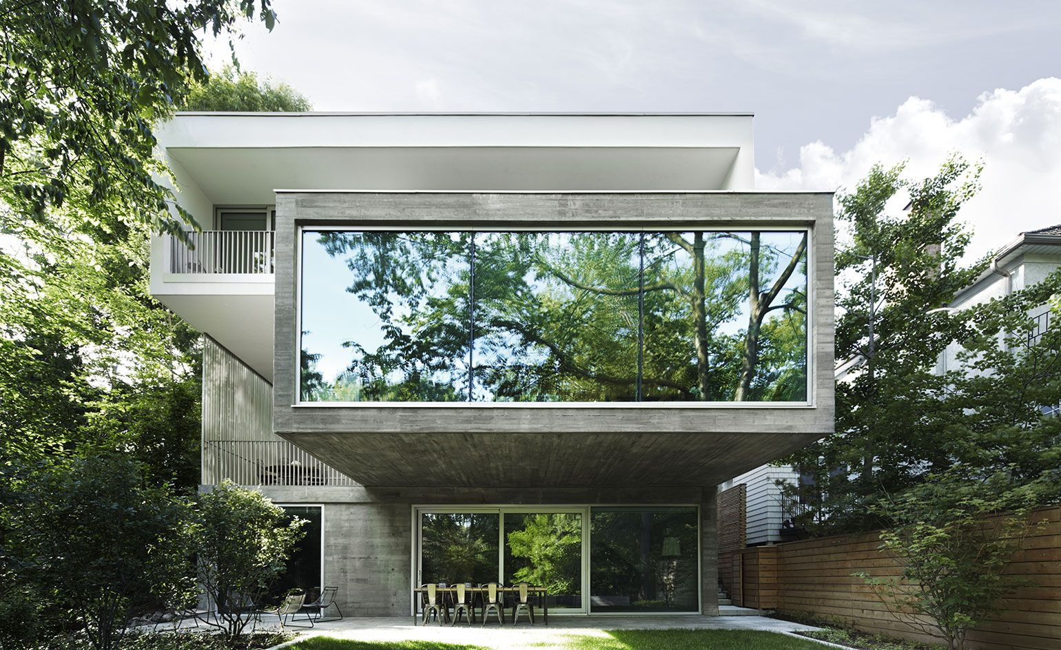 Urban dream: nature and concrete meet in this Canadian home ...