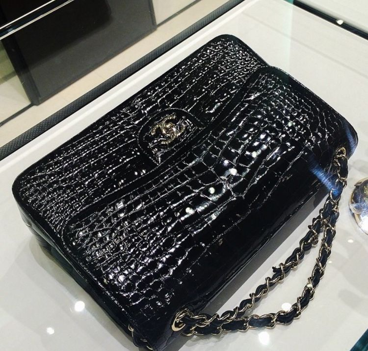 ea33b91f62ee Beautiful Chanel Classic Flap bag in shiny black crocodile leather ...