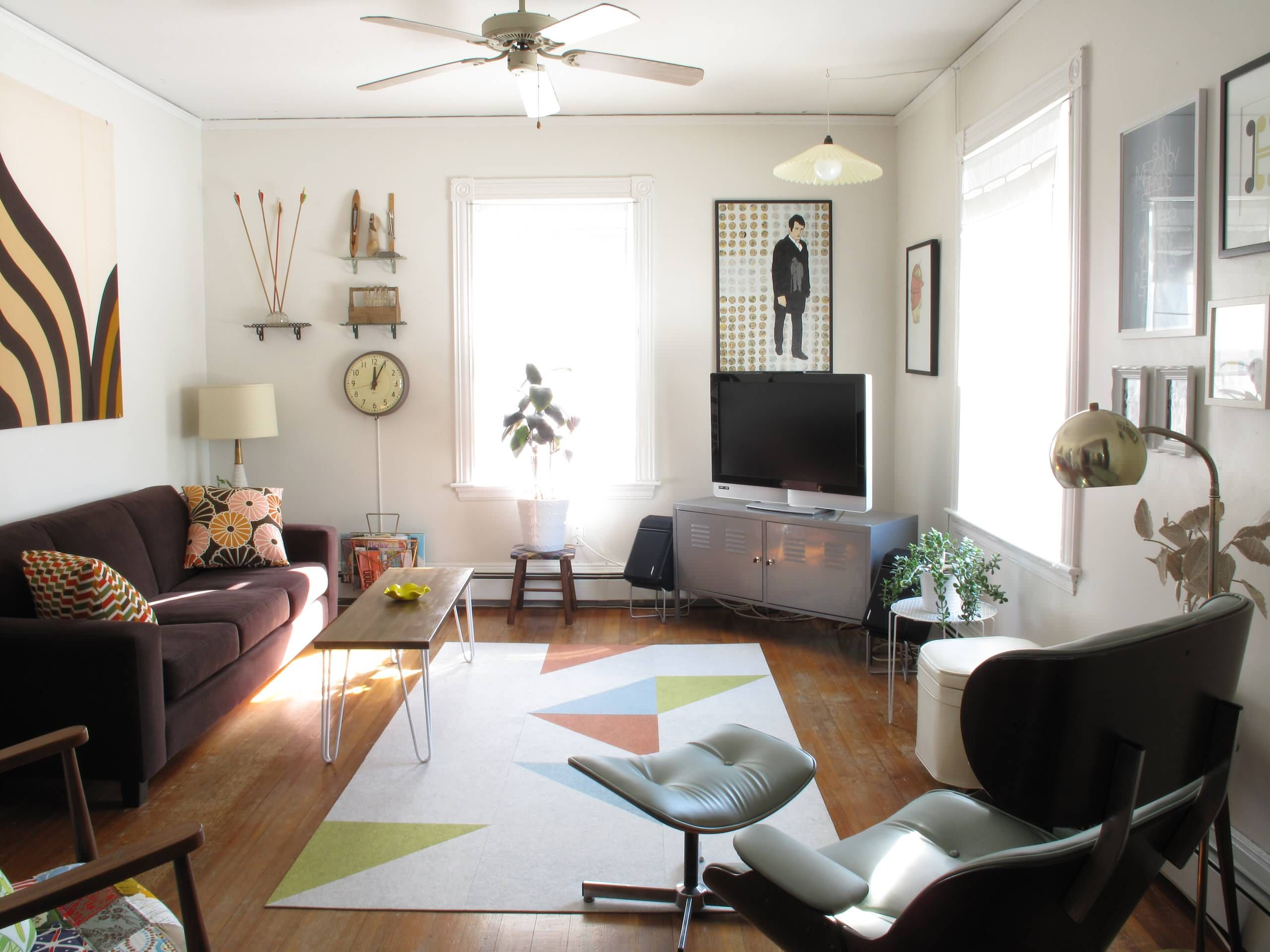 Creative Ideas For Manly Apartment Decor Triangle Pattern On Area Rug And Wood Flooring Plus Mid Century Mo Eclectic Living Room Livingroom Layout Room Layout