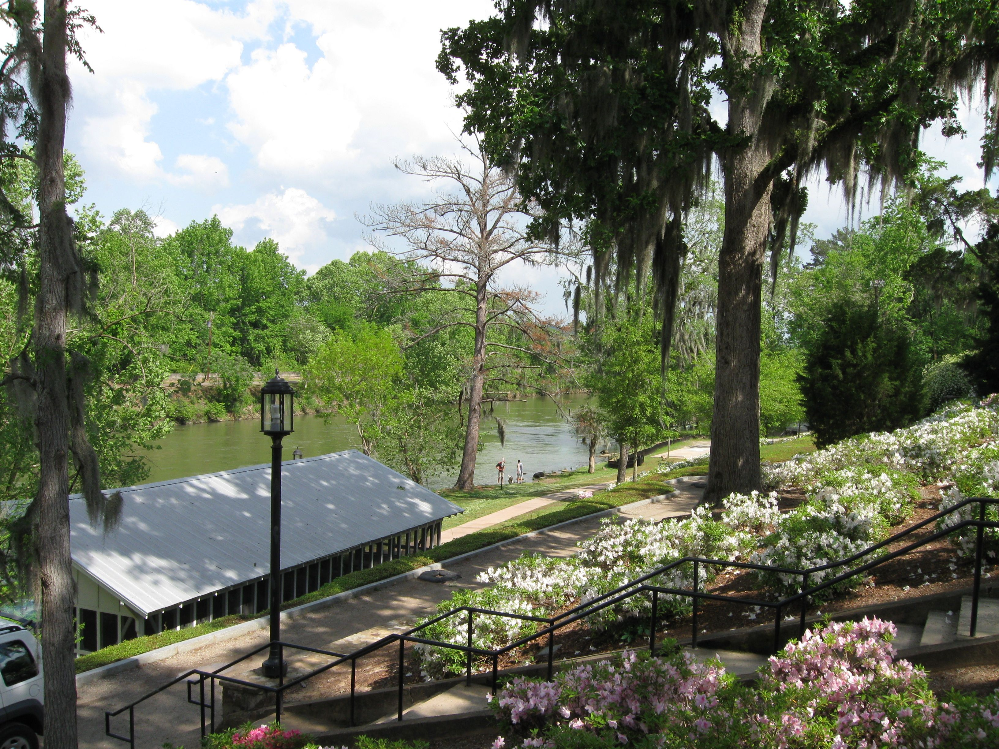 Sweet Southern Wedding At Marion Hatcher Center In Augusta: Savannah Rapids, Augusta GA