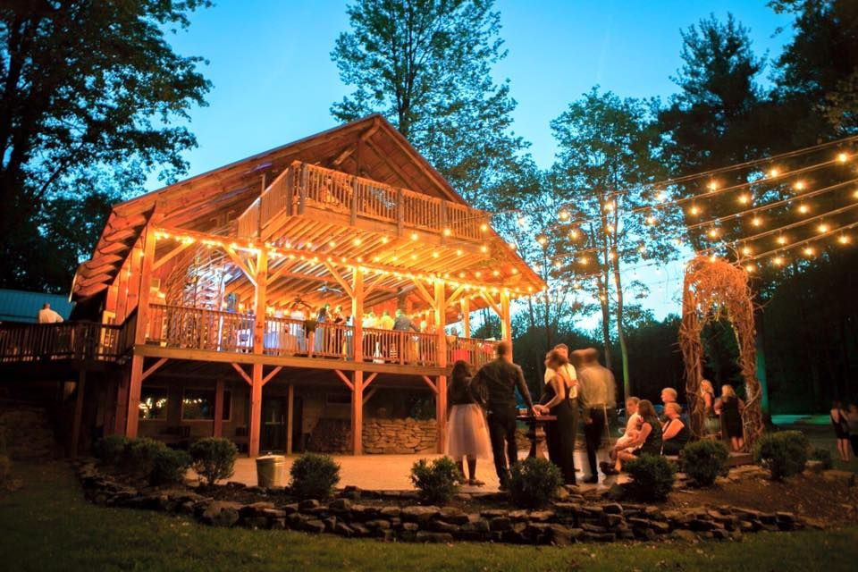 The Mohicans Rustic Barn Wedding Venue Tree House And Cabin Rentals The Mohicans The Grand Barn Wedd Barn Wedding Barn Wedding Venue Rustic Barn Wedding