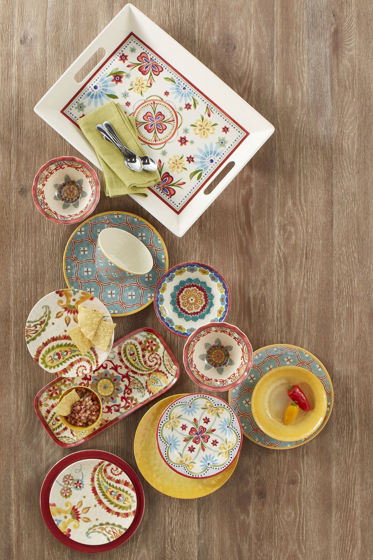 Summer parties are more fun with festive dinnerware. Serving plates ...