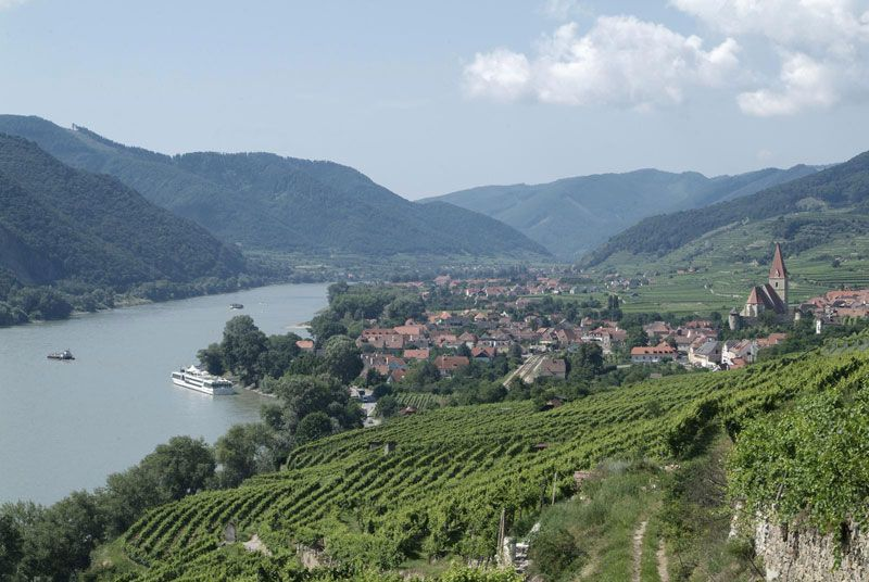 Der Ort Weissenkirchen in der Wachau liegt an der Donau im Bundesland Niederösterreich.