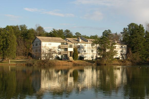 Http Www Corehiddenlakes Com Welcome To Hidden Lakes And Your New Apartment Home In Greensboro Nc Apartment Building Cool Apartments Apartment