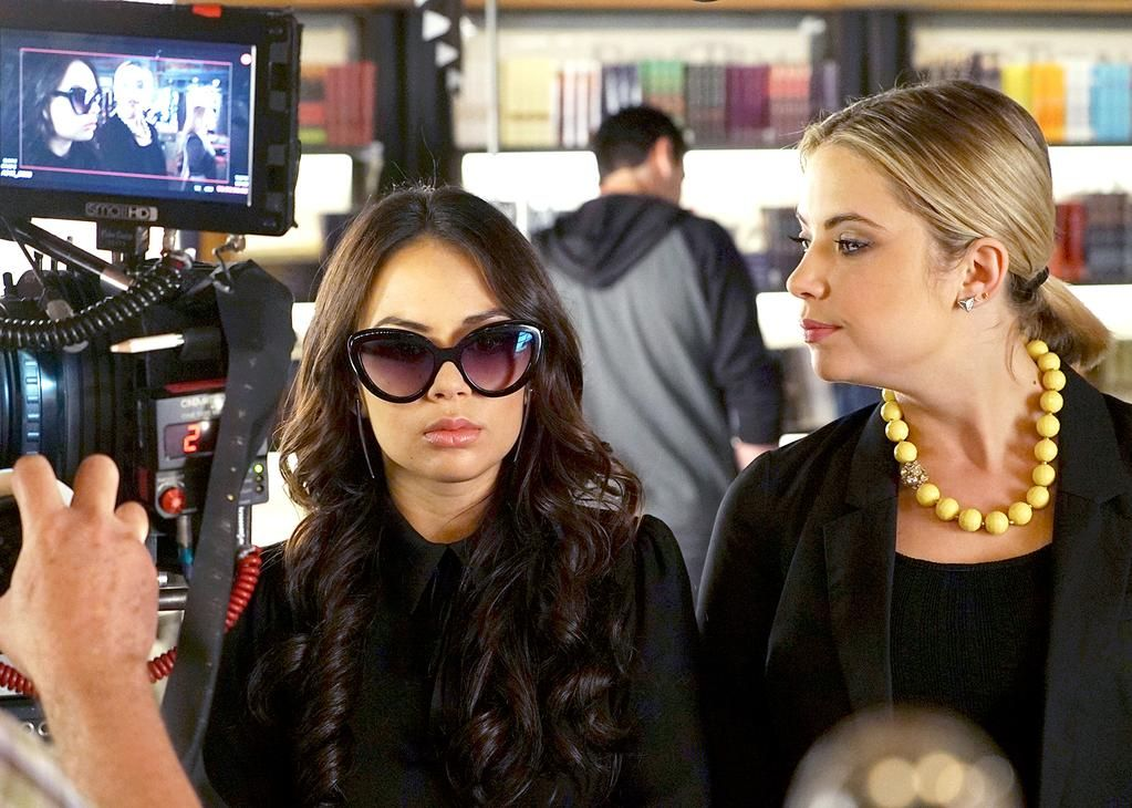Exclusive pics: Mona returns to Rosewood on #PLL tonight! http://usm.ag/1g79JRF
