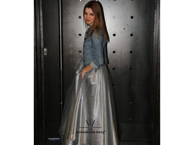 23c479b48c28 Dívčí a dámská dlouhá stříbrnošedá saténová sukně s šedou vrchní tylovou  vrstvou. Cena od 2