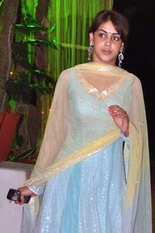 Genelia D'Souza Wedding Pictures, Genelia D'Souza Makeup, Natural Looking Makeup http://www.vogue.in/content/my-beautiful-life-genelia-dsouza#3