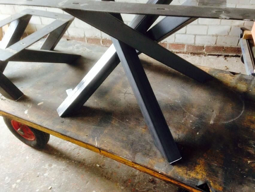 Metalen design kruispoot voor vierkante tafel keuken