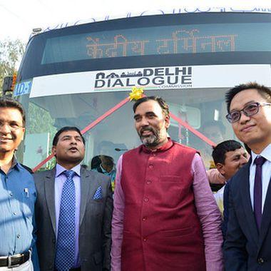 Delhi gets its first electric public bus @darwinsnews #darwin