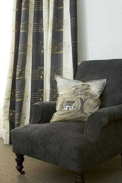 Leuke stoel, leuke gordijnen vol muziek | Home | Pinterest | Window