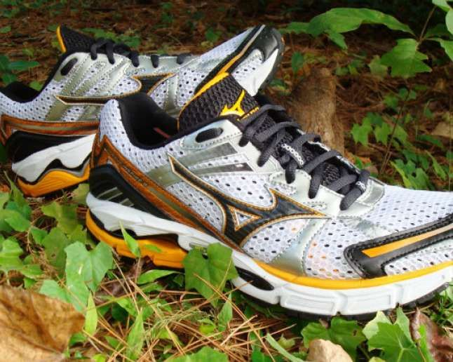 The Best Running Shoes For Flat Feet Best Running Shoes Mizuno Running Shoes Running Shoes Flat Feet