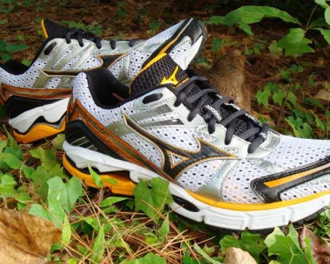 The Best Running Shoes For Flat Feet Best Running Shoes Mizuno Running Shoes Running Shoes Flat Feet
