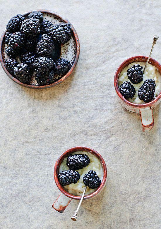 Vanilla pudding with blackberries.