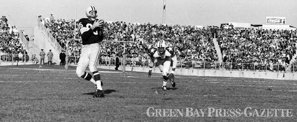 Packers end Max McGee (85) catches a 28-yard pass from Bart Starr against Cowboys cornerback Don Bishop during a 41-7 victory over Dallas at new City Stadium on Nov. 13, 1960. McGee had four catches for 79 yards in the game. Press-Gazette archives #packers #nfl #vintage