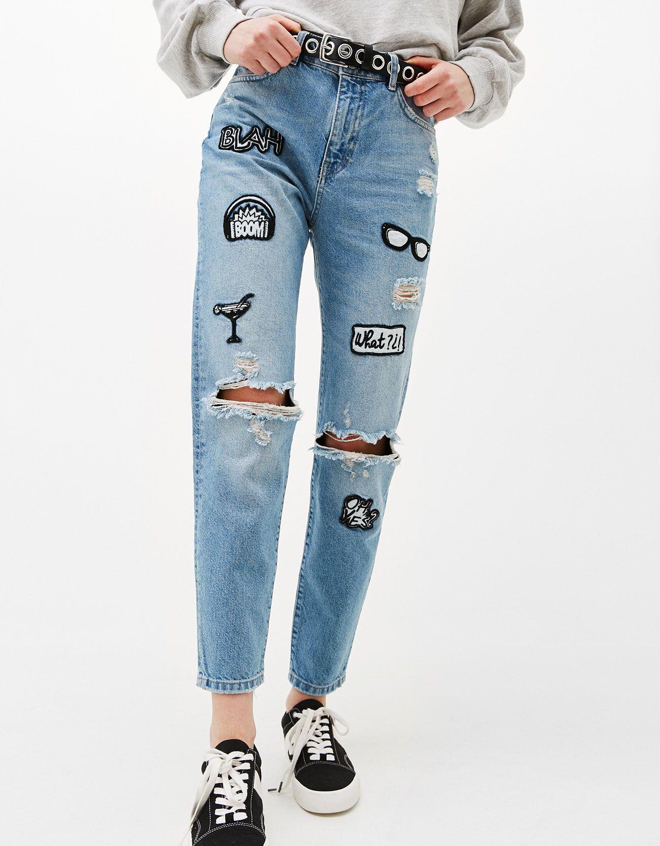 31787a47fe490 Jeans Mom Fit parches. Descubre ésta y muchas otras prendas en Bershka con  nuevos productos cada semana