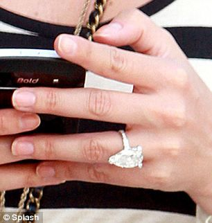 Holly S Engagement Ring She And Candy Became Engaged Last December Valance Diamond Are