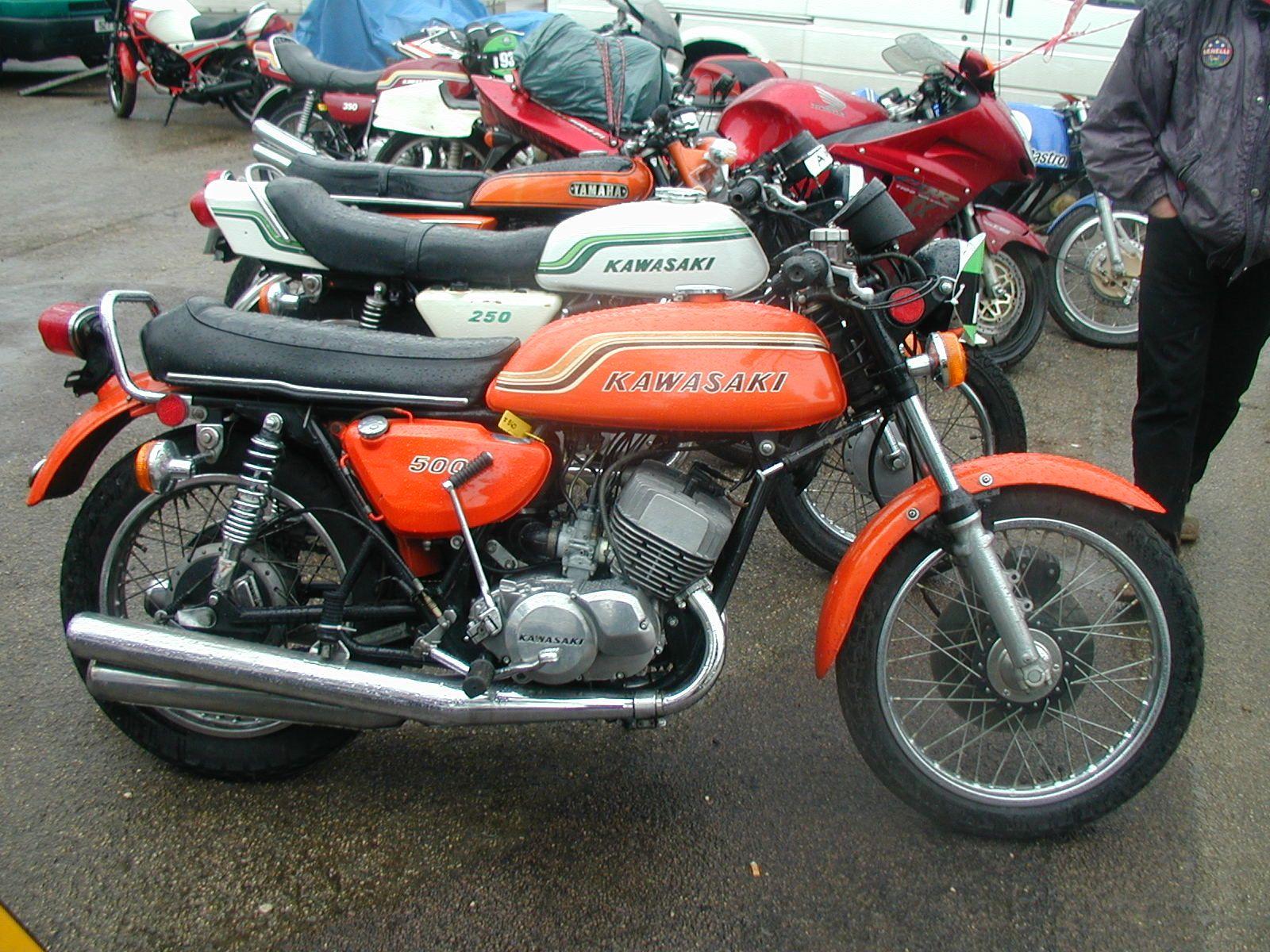 Kawasaki 500 H1 (aka Mach III), 3 cylinder, 2 stroke engine ...