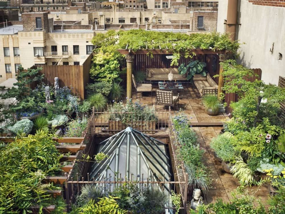 Urban Retreats 10 Dreamy Rooftop Gardens is part of Penthouse garden, Rooftop garden, Roof garden, Private garden, Dream garden, Terrace garden - There's something so beautiful and enticing about a roof garden — a little oasis in the middle of the city, a little spot of green in the midst of the concrete jungle  We've rounded up ten enticing examples, from New York to Belgium, to inspire your own plantings, or maybe just your envy  Above This beautiful Brooklyn rooftop is almost like a prairie in the sky  This enormous rooftop terrace in Chelsea features multiple levels of plantings