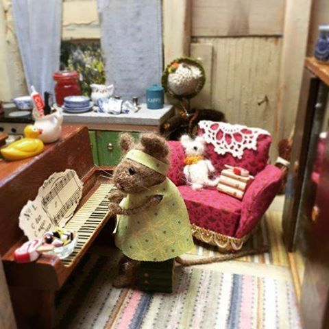 Doll Furniture, House Furniture, House Mouse, Elsa, Art Dolls, Dollhouses,  Crochet Mouse, Old Pianos, Brambly Hedge