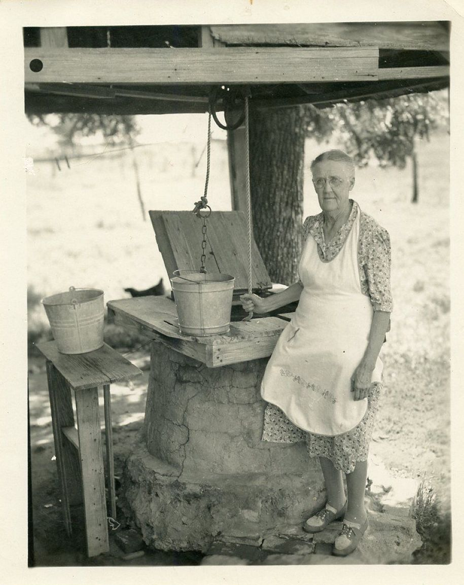 1940's FARM photo / Granny in Full Apron Draws Bucket of Water from Well | Vintage photos, Old pictures, Vintage pictures