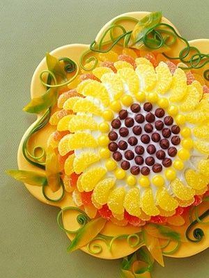 This is such a pretty cake for a summer brunch or birthday......