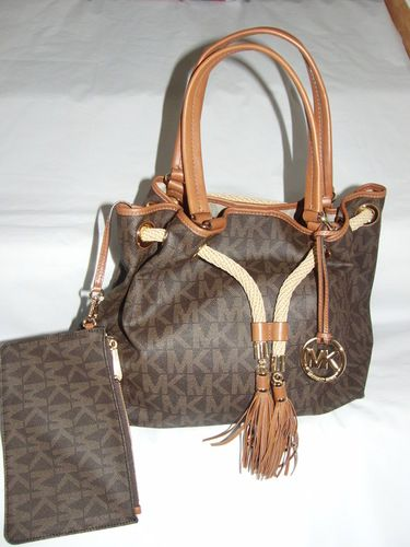 47dd6d6d6e32 NWT -Signature PVC Marina Large Gathered Tote wi pouch . Starting at  30 on  Tophatter.com!