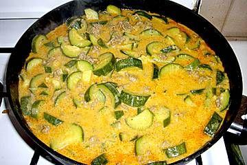 Würzige Zucchini - Hackfleisch - Pfanne von mareikaeferchen   Chefkoch
